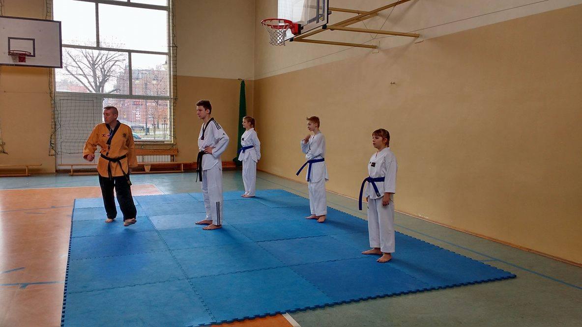 """Pokaz taekwondo, czyli """"Uczymy się od siebie nawzajem"""""""