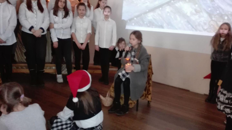Świąteczne przedstawienie dla klas IV-VI
