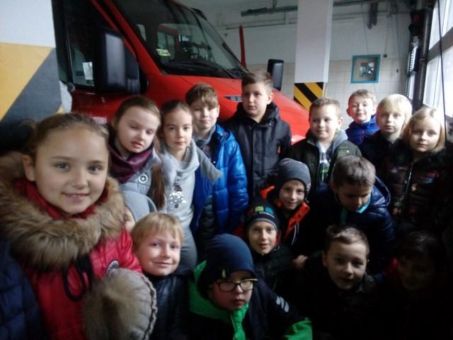 Klasa III a z wizytą w remizie strażackiej