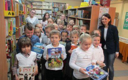 Uczniowie klasy Id pasowani na czytelników