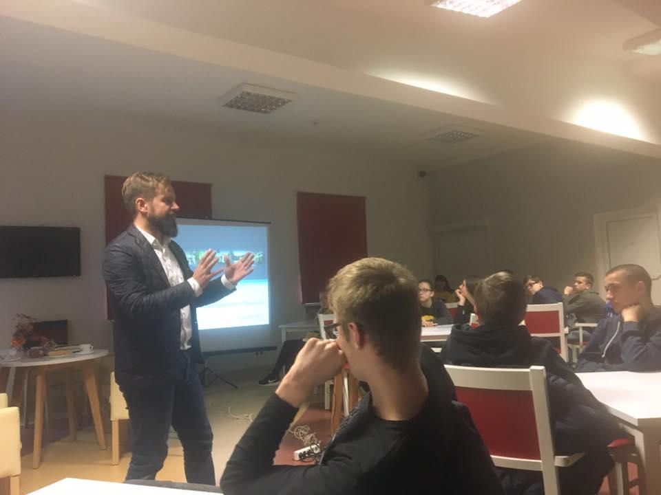 """Wizyta w Domu Pomocy Społecznej w Pleszewie w ramach projektu """"Otwarta firma"""""""
