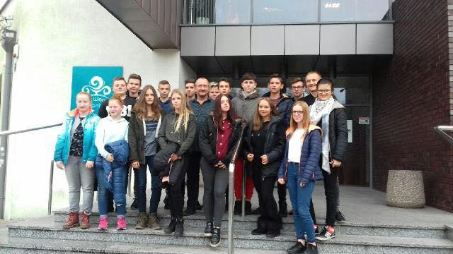 """Klasa IIb w ramach projektu """"Otwarta firma"""" wybrała się na wycieczkę do Spółki Sport Pleszew."""