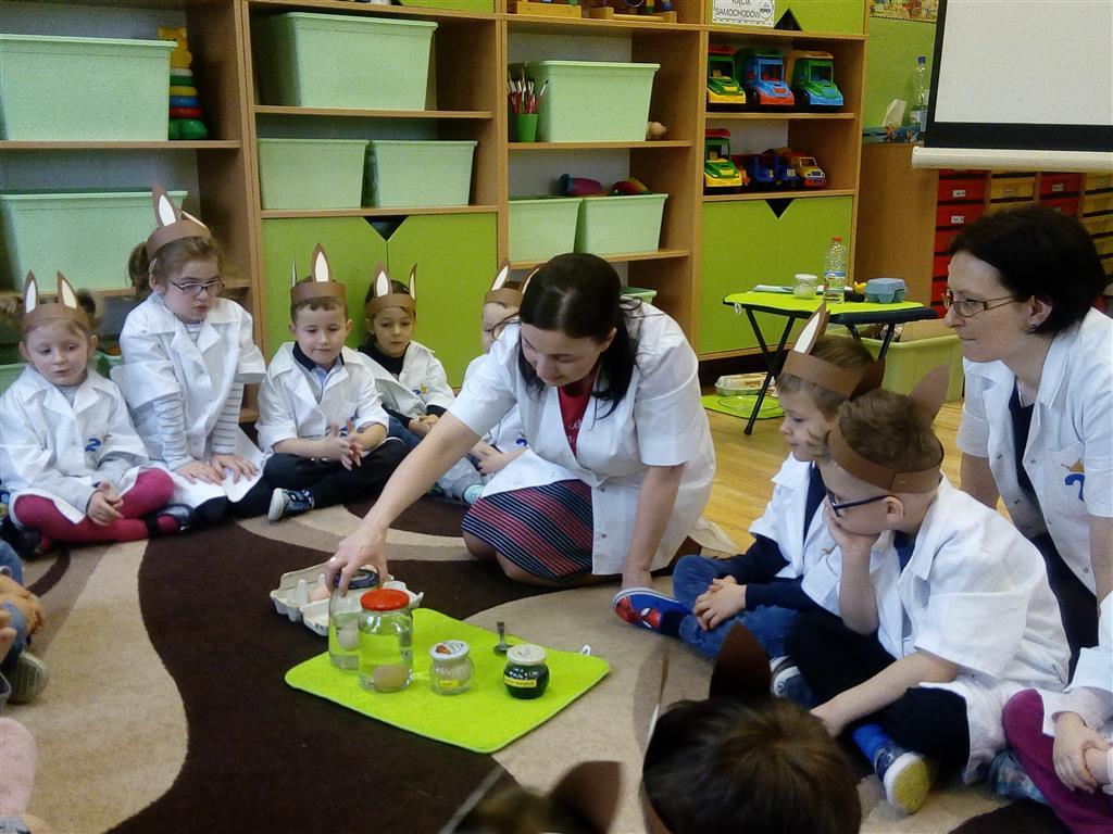 Wielkanocne laboratorium Zajączka w Przedszkolu Słonecznym
