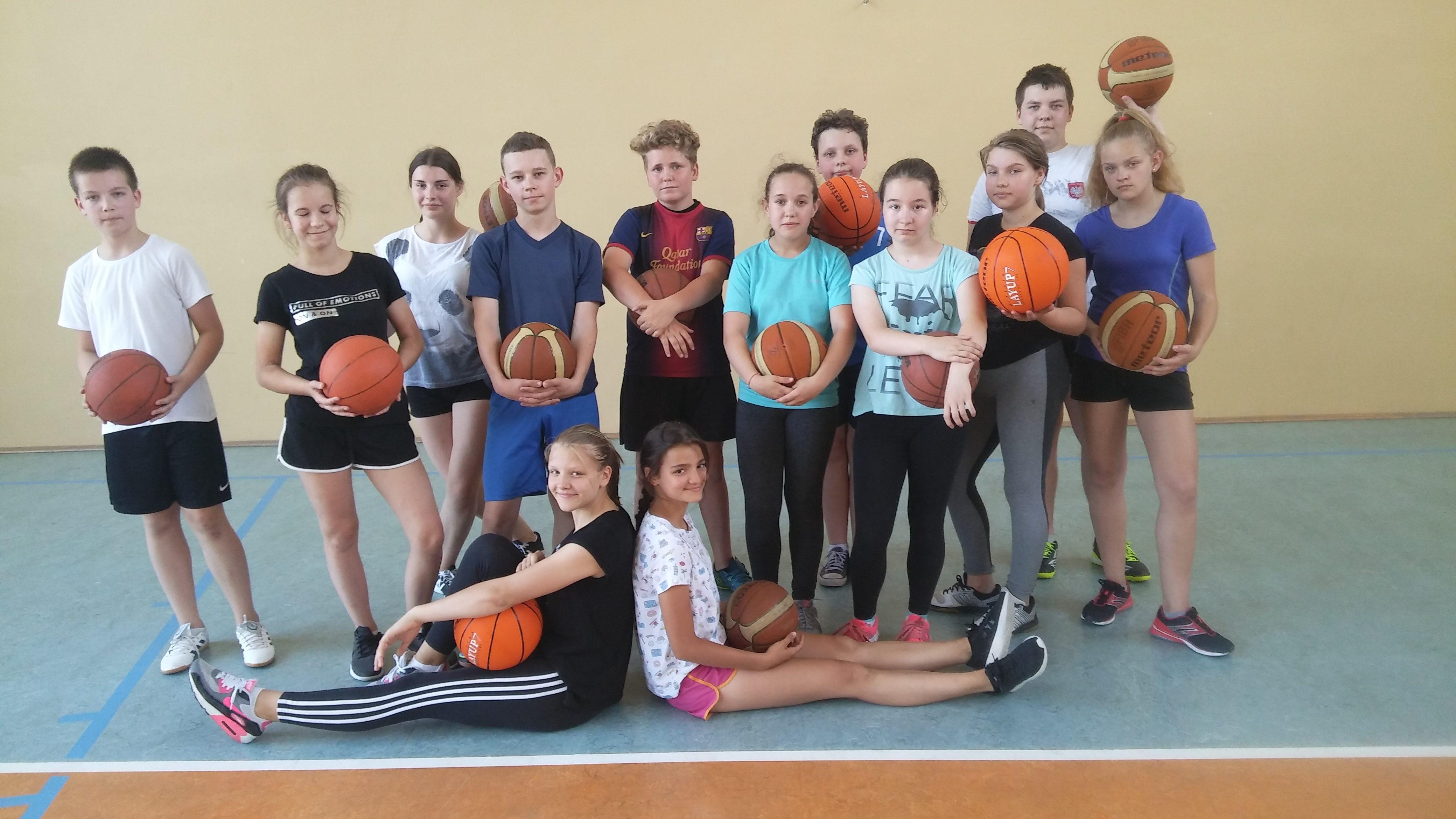Szkolny Konkurs Koszykówki dla klas VI