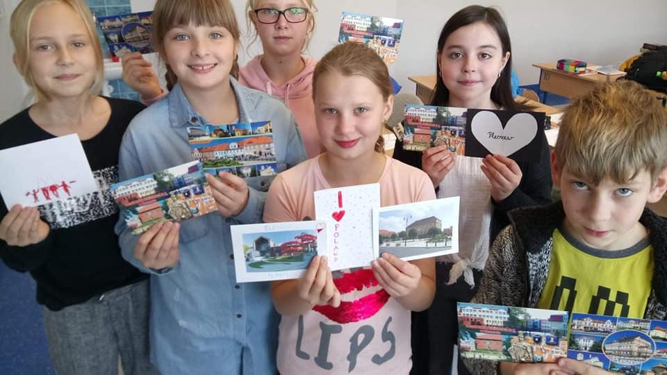 """""""I'm proud to be Polish"""" – projekt pt. """"100 kartek na 100-lecie odzyskania przez Polskę niepodległości"""""""