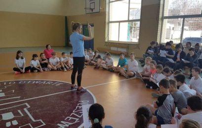 O spotkaniu uczniów z fizjoterapeutką