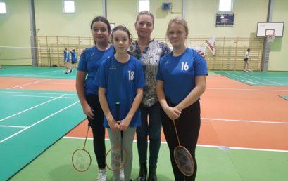 II miejsce i kwalifikacje do Rejonu naszych badmintonistek!
