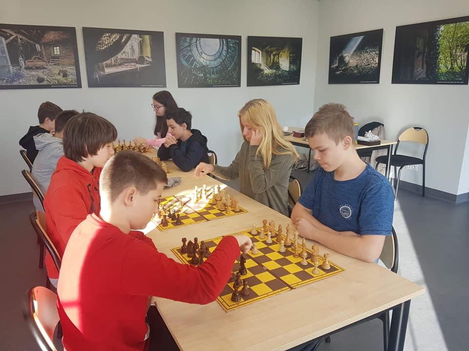 Awans do powiatu naszych szachistów