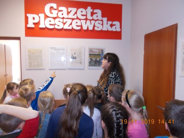 Uczniowie klasy IIa w redakcji Gazety Pleszewskiej