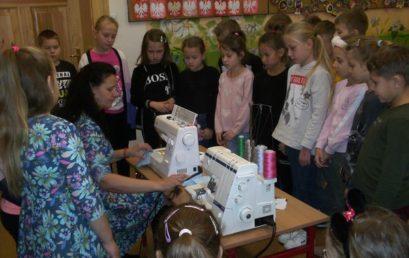 Uczniowie klasy IIc poznali pracę krawca
