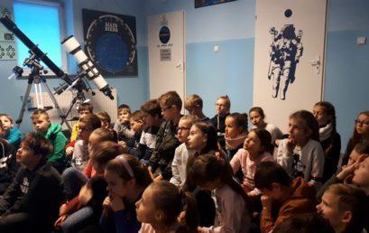 Wizyta uczniów klas IIIa i IIIb w fabryce bombek i planetarium