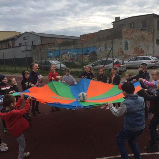 Dzień Dziecka w pleszewskiej Dwójce- sportowo, wesoło, kolorowo